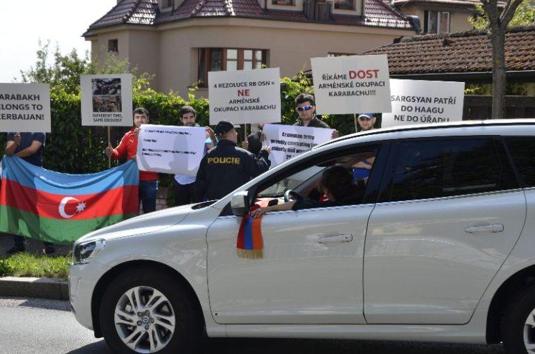 Չեխիայի հայ համայնքը տապալել է ՀՀ դեսպանատան մոտ ադրբեջանցիների կազմակերպած ցույցը