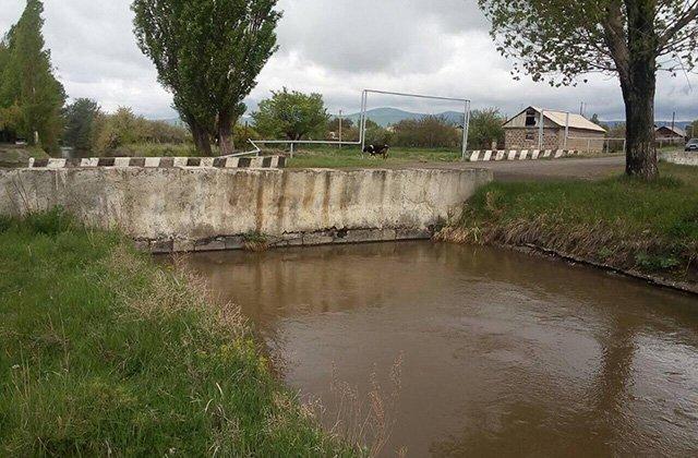Շիրակի մարզում ջրային բացթողումները «Շիրակ» ՋՕԸ-ի տնօրեն Ռուստամ Գրիգորյանի ձեռքում են. գյուղացիները մնում են առանց ջրի. «Ժողովուրդ»