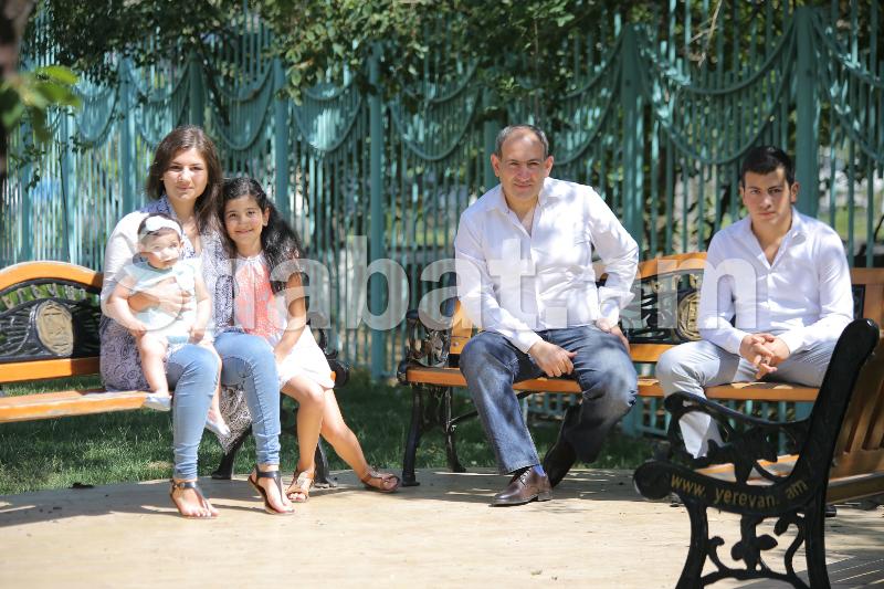 Նորընտիր վարչապետ Նիկոլ Փաշինյանի ընտանիքը (ֆոտոշարք)