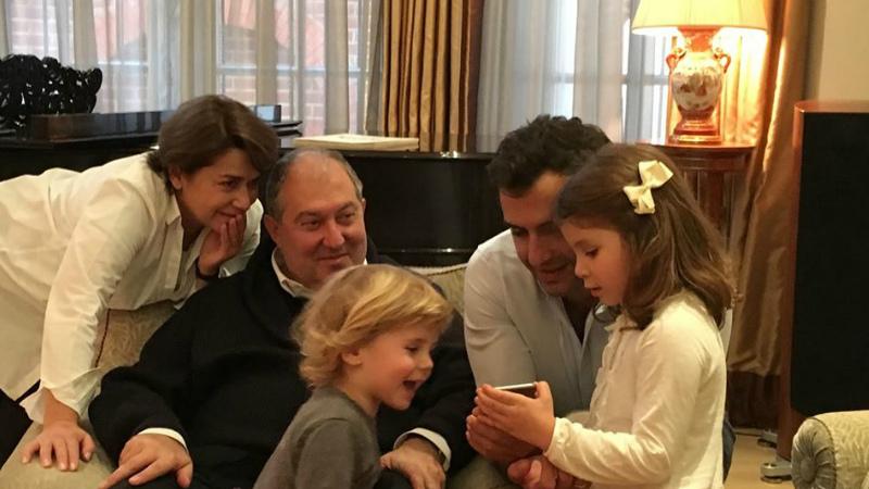 Արմեն Սարգսյանն ընտանեկան լուսանկար է հրապարակել