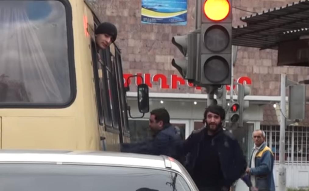 Նորակոչիկներին տեղափոխող ավտոբուսի վրա հարձակման դեպքով ձերբակալվածներից մեկն ազատ է արձակվել