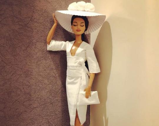 Instagram-ի օգտատերը զուգարանի թղթից հարսանեկան զգեստներ է պատրաստում տիկնիկների համար (լուսանկարներ)