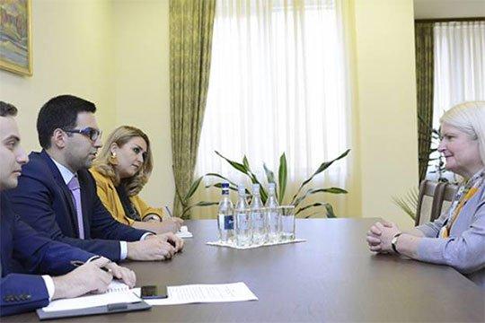 Ռուստամ Բադասյանը հրաժեշտի հանդիպում է ունեցել Միացյալ Թագավորության դեսպանի հետ