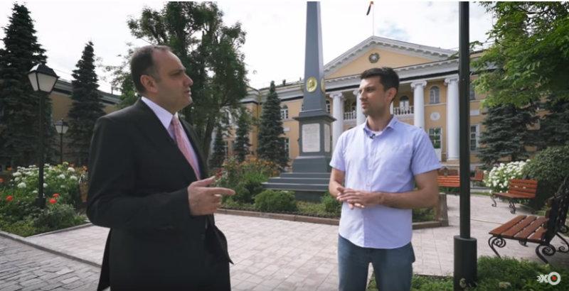ՀՀ դեսպանը ռուս լրագրողին ներկայացրել է Լազարյան ընտանիքին պատկանած կալվածքները (տեսանյութ)