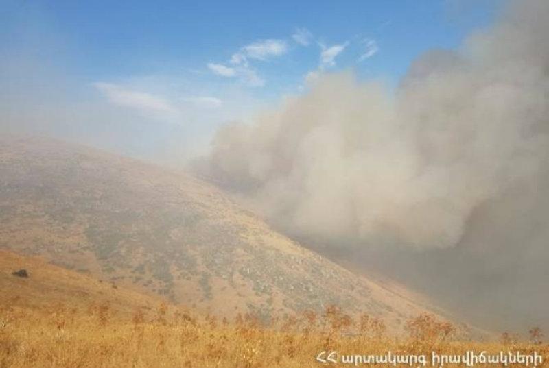 Հրդեհ Արայի լեռան ստորոտում. այրվում է մոտ 1800 հա խոտածածկույթ (տեսանյութ)
