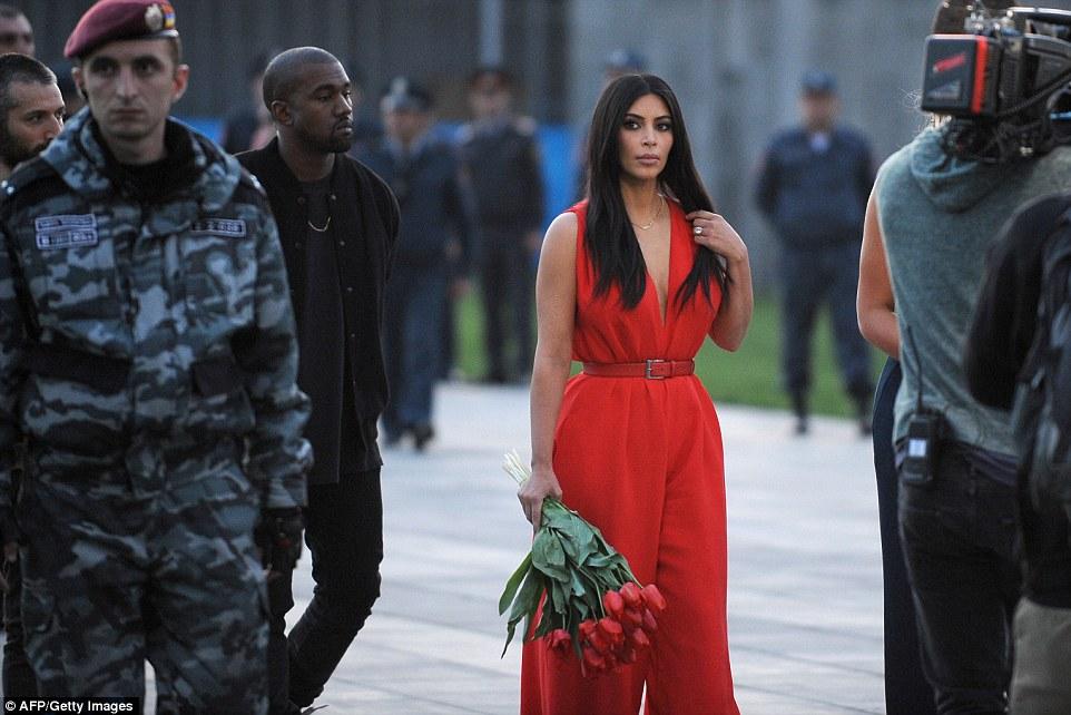 Քիմն Instagram-ում Հայոց բանակի հաղթական տանկերի ու ուղղաթիռների նկար է հրապարակել