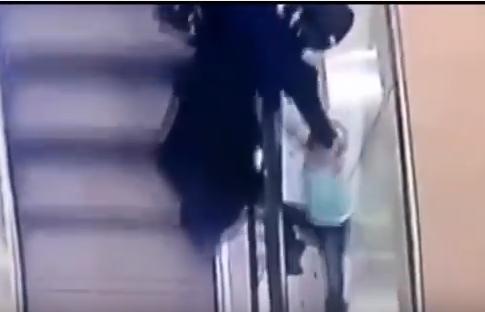 5 տարեկան երեխան խաղալիս շարժասանդուղքից ընկել է (տեսանյութ)