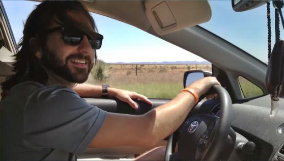 Այս տղամարդը մեկ տարի է`ապրում է իր ավտոմեքենայի մեջ (տեսանյութ)