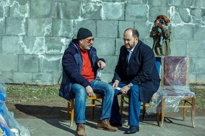 Արայիկ Հարությունյանն այցելել է 15 օր հացադուլի մեջ գտնվող ռեժիսորին