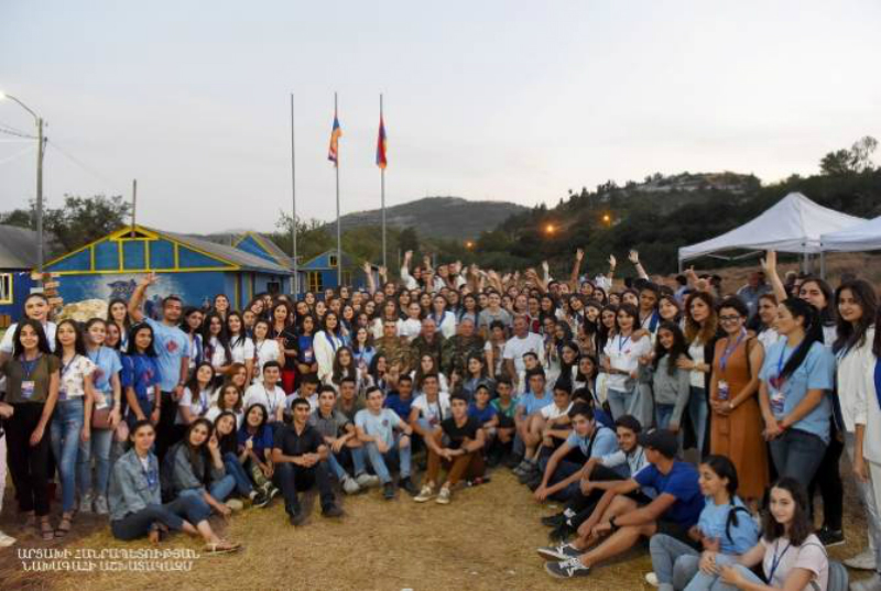 Բակո Սահակյանը հանդիպել է Համահայկական 7-րդ ամառային խաղերի կամավորականների հետ