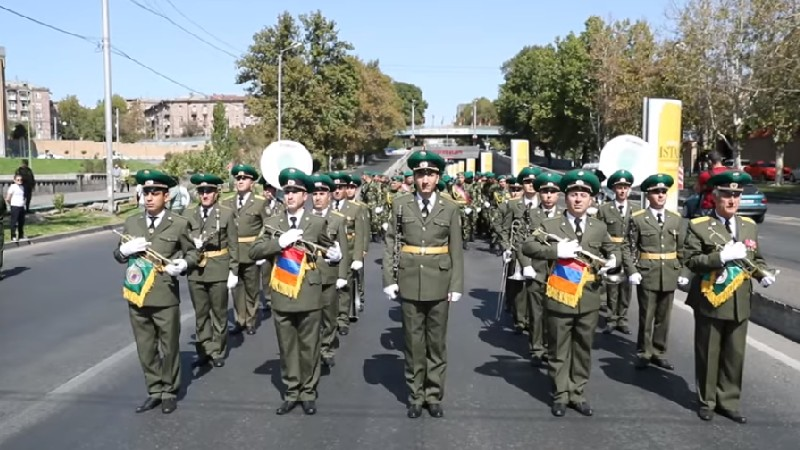 ՀՀ ԱԱԾ սահմանապահ զորքերի զինծառայողները շարային քայլերթով նշեցին Անկախության տոնը (տեսանյութ)