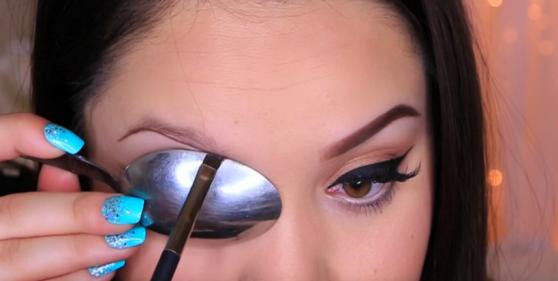 Հոնքերն ընդգծելու հնարքներ, որ պետք կգան ցանկացած աղջկա (վիդեո)
