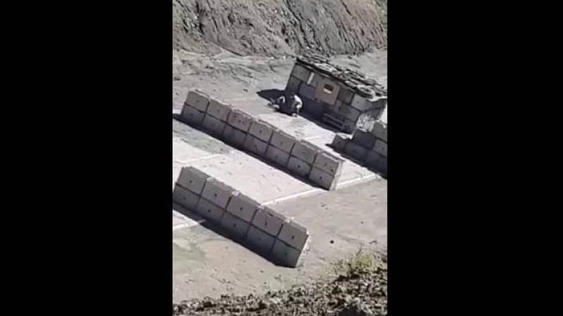 Քարվաճառում ադրբեջանցի զինծառայողին դաժանաբար ծեծել է իր իսկ ծառայակիցը. բացառիկ կադրեր. «Արմենպրես»
