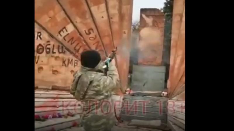 Ադրբեջանցի զինծառայողը կրակահերթ է արձակել Հադրութում տեղադրված խաչքարի ուղղությամբ (տեսանյութ)