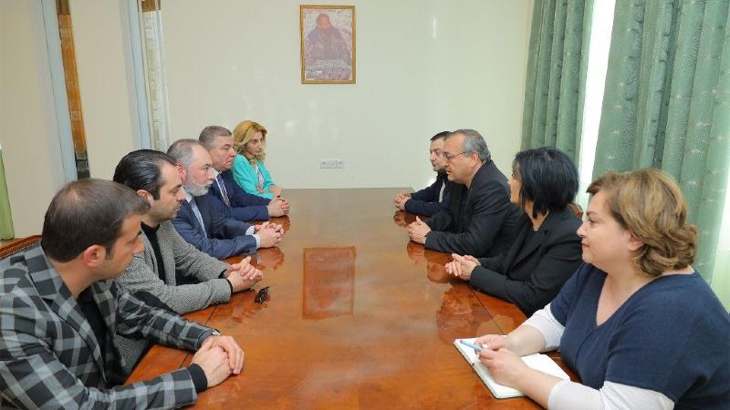 Մհեր Արմենիան և Հայկ Բաբուխանյանը Արցախի ԱԺ նախագահի հետ քննարկել են տարածաշրջանային և աշխարհաքաղաքական հարցեր