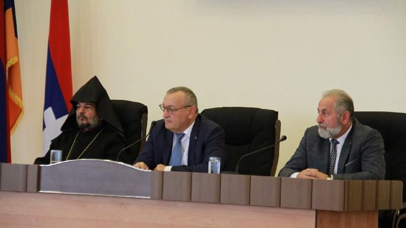 Կայացել է Արցախի ԱԺ հատուկ նիստը՝ նվիրված ԼՂՀ հռչակման 30-ամյակին (լուսանկարներ)