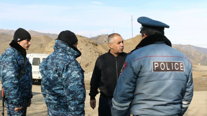 ԱՀ ոստիկանության պետը այցելել է Ստեփանակերտ-Գորիս ճանապարհահատվածում տեղադրված անցակետեր