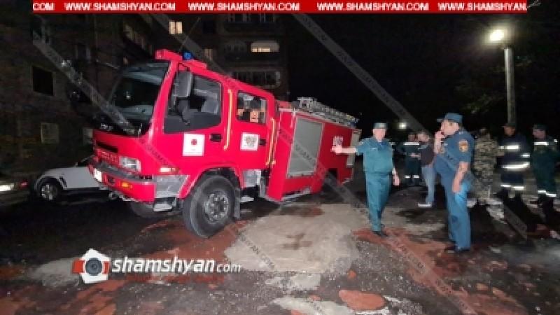 Արտակարգ դեպք Երևանում. կանչով դեպքի վայր մեկնած հրշեջ ավտոմեքենան մասամբ հայտնվել է փոսում՝ կիսակողաշրջված վիճակում