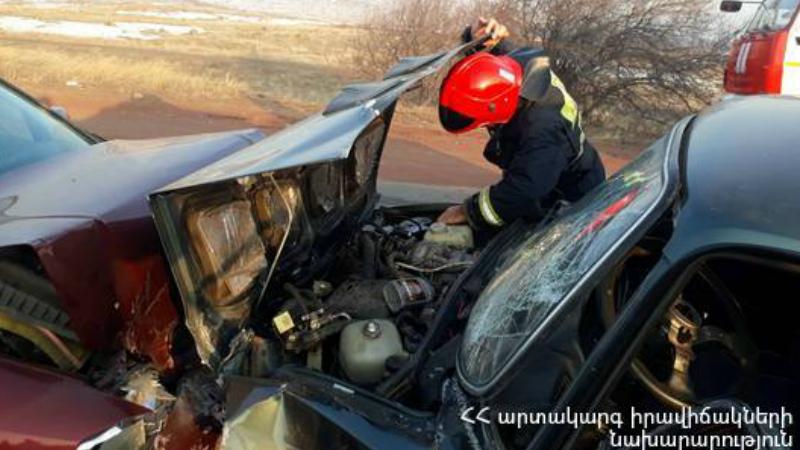 Աշտարակ-Ապարան ավտոճանապարհին իրար են բախվել են «Opel» և «ՎԱԶ-2107» մակնիշների ավտոմեքենաներ․ 54-ամյա և 12-ամյա ուղևորները հոսպիտալացվել են