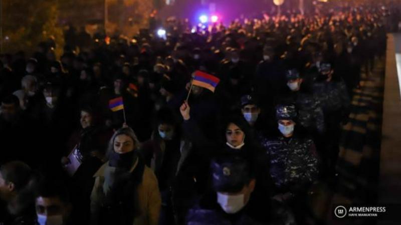 Ցուցարարները փակել են Մյասնիկյան պողոտան