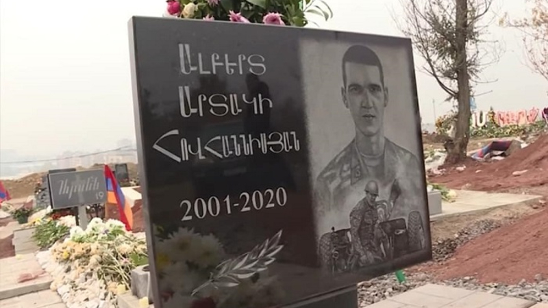 Անհետացել են հերոս Ալբերտ Հովհաննիսյանի շիրիմին հարազատների կողմից դրված ծաղիկները. հայրն ահազանգում է
