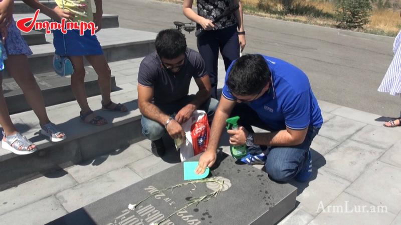 Ալեն Սիմոնյանն իր ձեռքով մաքրել է Ապրիլյան պատերազմի մասնակիցների գերեզմանները. Armlur