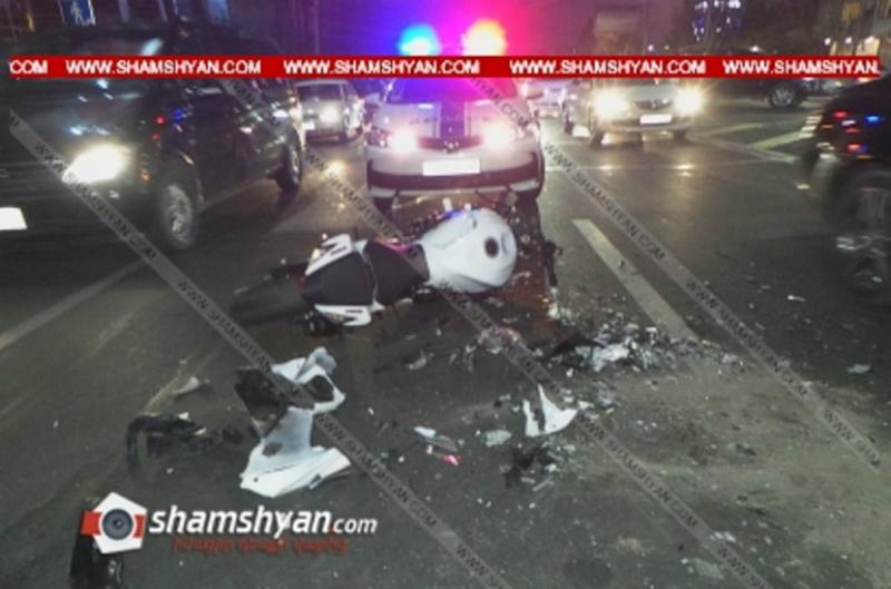 Արշակունյաց պողոտայում բախվել են Porsche Cayenne-ն ու Suzuki մոտոցիկլը, վերջինս վերածվել է մետաղե ջարդոնի. կա վիրավոր. Shamshyan.com