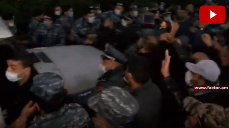 Ամուլսարում իրավիճակը լարվեց. ոստիկանները բերման են ենթարկում քաղաքացիներին․ ուղիղ միացում