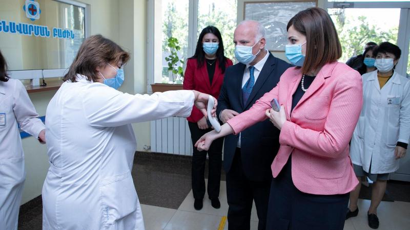 Առողջապահության նախարարն այցելել է Աբովյանի և Հրազդանի բժշկական կենտրոններ, հետաքրքրվել կորոնավիրուսային  հիվանդության դեմ պատվաստումների ընթացքով