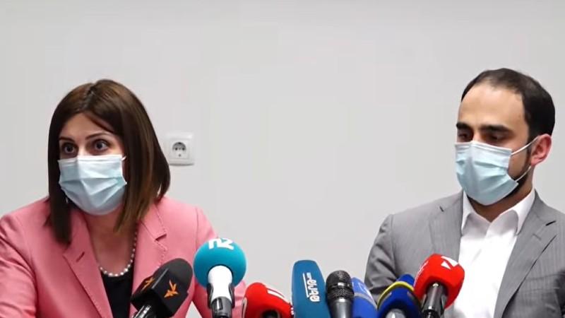 Առողջապահության նախարարի պաշտոնակատար Անահիտ Ավանեսյանը և փոխվարչապետի պաշտոնակատար Տիգրան Ավինյանը կորոնավիրուսի դեմ պատվաստվեցին Astrazeneca-ով