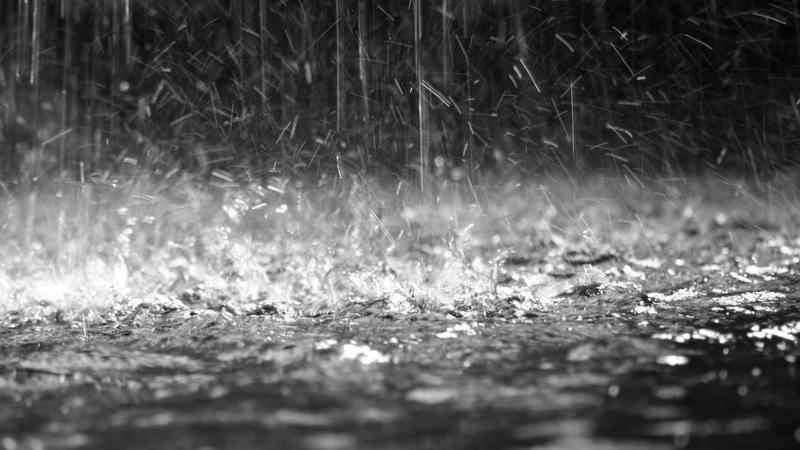 Անձրևաջրերը լցվել են Երևանի Բաղրամյան պողոտայում գտնվող ավտոպարկ