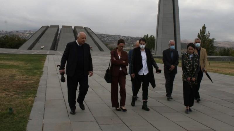 Ֆրանսիայի նորանշանակ դեսպան Անն Լույոն այցելել է Հայոց ցեղասպանության հուշահամալիր