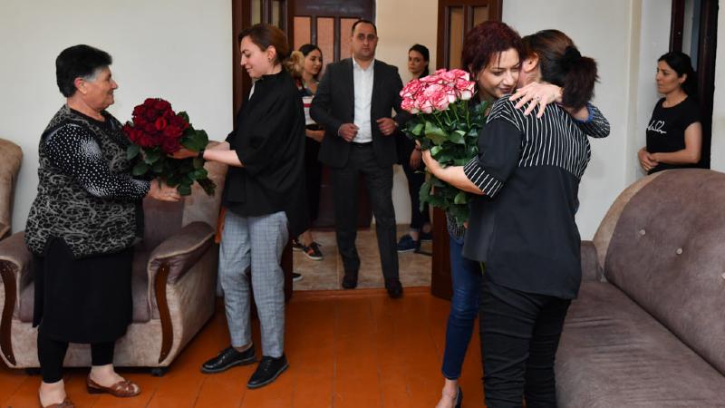 Լենա Նազարյանի հետ այցելեցինք պատերազմում անմահացած ժամկետային զինծառայող Վահան Աղախանյանի ընտանիքին. Աննա Հակոբյան (լուսանկարներ)