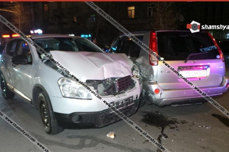 Երևանում վթարի է ենթարկվել ճանապարհային ոստիկանության հաշվառման քննական բաժնի պետը. բախվել են Toyota Yaris-ն ու Nissan-ները. կան վիրավորներ. shamshyan.com