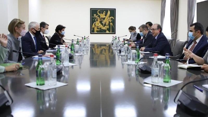 Արա Այվազյանը հանդիպել է ՄԱԿ-ի մշտական համակարգողի և ՀՀ-ում ՄԱԿ-ի մասնագիտացված գործակալությունների ղեկավարների հետ