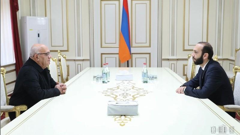 Արարատ Միրզոյանը հանդիպել է Լեւոն Շիրինյանի հետ