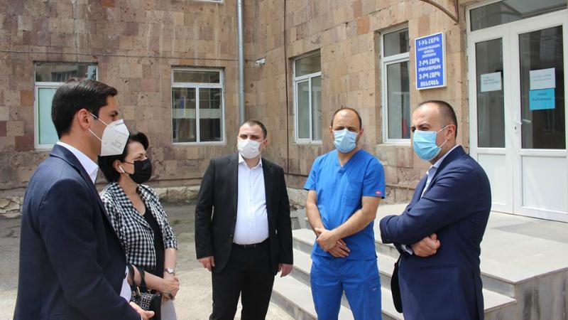 Արարատի մարզի 2 բժշկական կենտրոն ամբողջությամբ լծվել է COVID-19-ի դեմ պայքարին (լուսանկարներ)