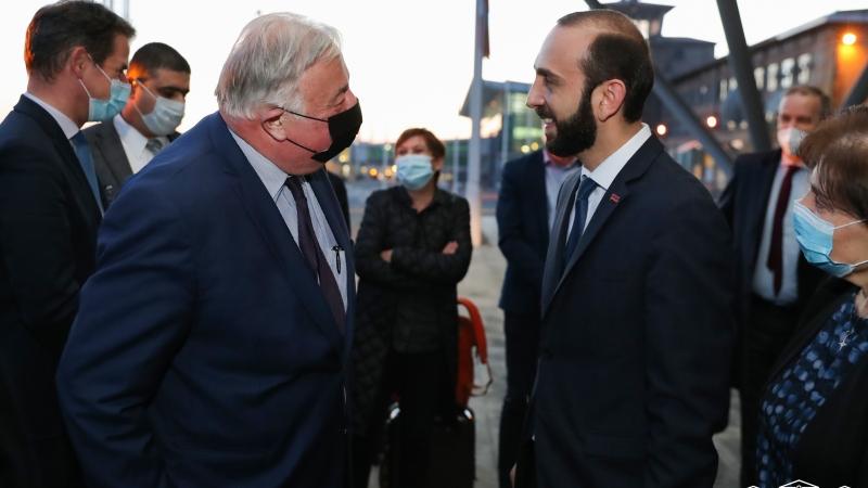 Արարատ Միրզոյանը դիմավորել է պաշտոնական այցով Հայաստան ժամանած Ֆրանսիայի Սենատի նախագահ Ժերար Լարշեի գլխավորած պատվիրակությանը