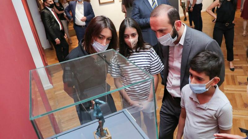Այցելեցինք Դալիի ու Պիկասոյի ստեղծագործությունների ցուցահանդես․ Արարատ Միրզոյանը լուսանկարներ է հրապարակել
