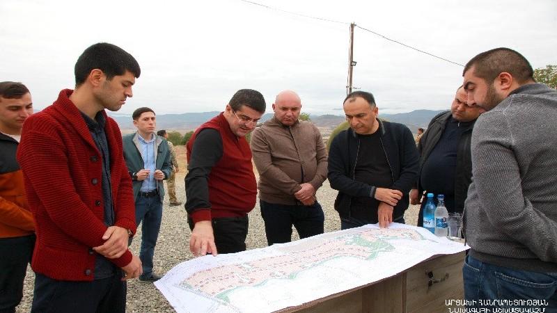 550 առանձնատուն՝ տեղահանվածների համար. Արայիկ Հարությունյանը ներկա է գտնվել շինարարության մեկնարկին