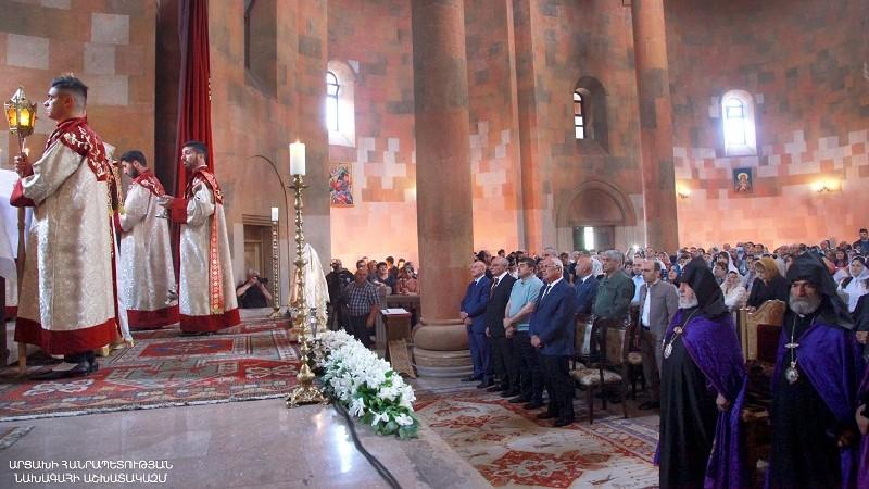 Արցախի նախագահը Ստեփանակերտի մայր տաճարում մասնակցել է Ամենայն Հայոց կաթողիկոսի մատուցած պատարագին