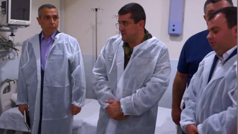 Le Monde-ի վիրավորված թղթակիցների կյանքին վտանգ չի սպառնում. Արայիկ Հարությունյանն այցելել է (տեսանյութ)