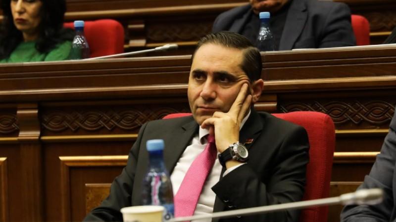 «Բարգավաճ Հայաստանի» և «Լուսավոր Հայաստանի» միջև բանակցություններ են ընթանում․ Արման Աբովյան