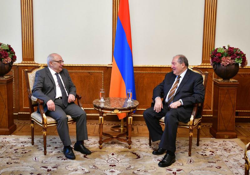 Նախագահ Արմեն Սարգսյանը հանդիպել է Հանրային խորհրդի նախագահ Վազգեն Մանուկյանի հետ