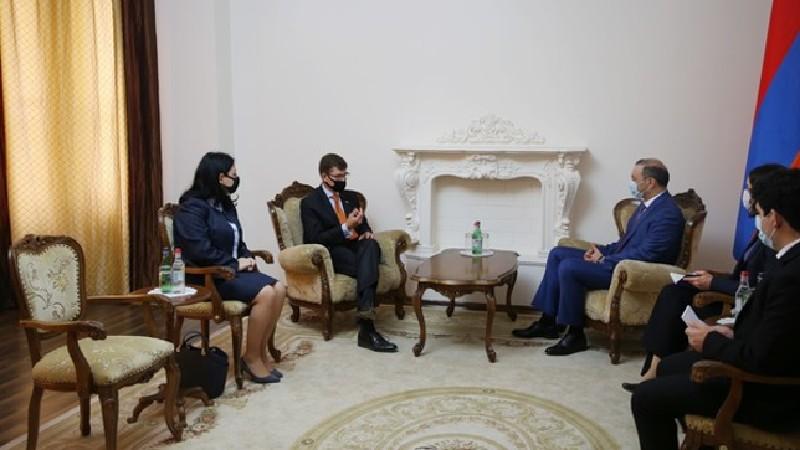 Արմեն Գրիգորյանը ՀՀ-ում Նիդերլանդների դեսպանի հետ քննարկել է հայ-ադրբեջանական սահմանին տիրող իրադրությունը