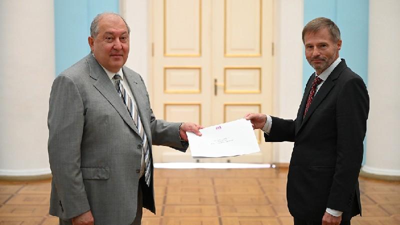 Արմեն Սարգսյանին հավատարմագրերն է հանձնել ՀՀ-ում Բելգիայի դեսպանը (տեսանյութ)