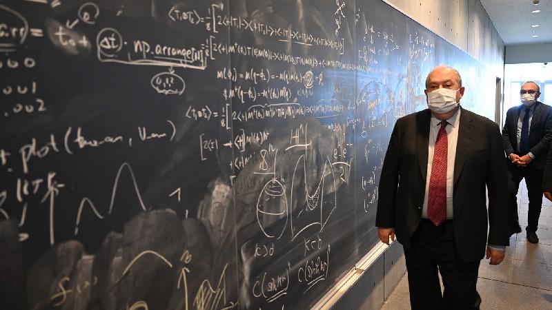 Նախագահ Սարգսյանը այցելել է Տոկիոյում գտնվող Ֆիզիկայի և մաթեմատիկայի Կավլի ինստիտուտ (տեսանյութ)