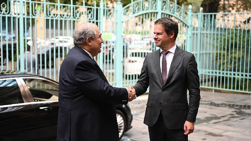 Արմեն Սարգսյանը Ֆրանսիայի Ազգային տոնի առթիվ այցելել է ՀՀ-ում Ֆրանսիայի դեսպանություն (տեսանյութ)