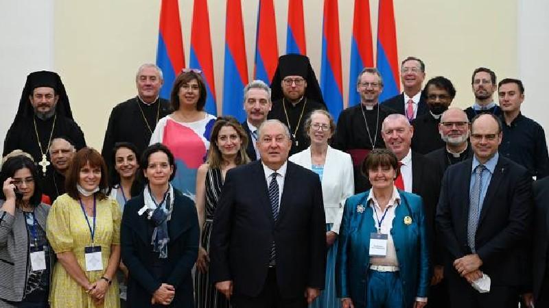 Արմեն Սարգսյանը հյուրընկալել է «Միջազգային կրոնական ազատություն և խաղաղություն» համաժողովի մասնակիցներին