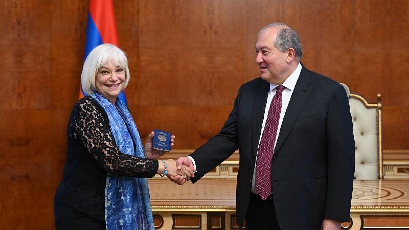 Արմեն Սարգսյանը հյուրընկալել է Նորա Արմանիին (տեսանյութ)